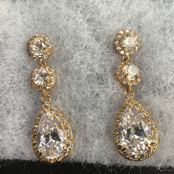 Crystal Avenues Jewelry - NWT Bridal/formal CZ with gold earrings.